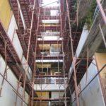 εξωτερικές επισκευές κτιρίου με σκαλωσιά
