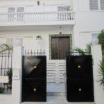χρωματισμός κάγκελων και πόρτας κατοικίας